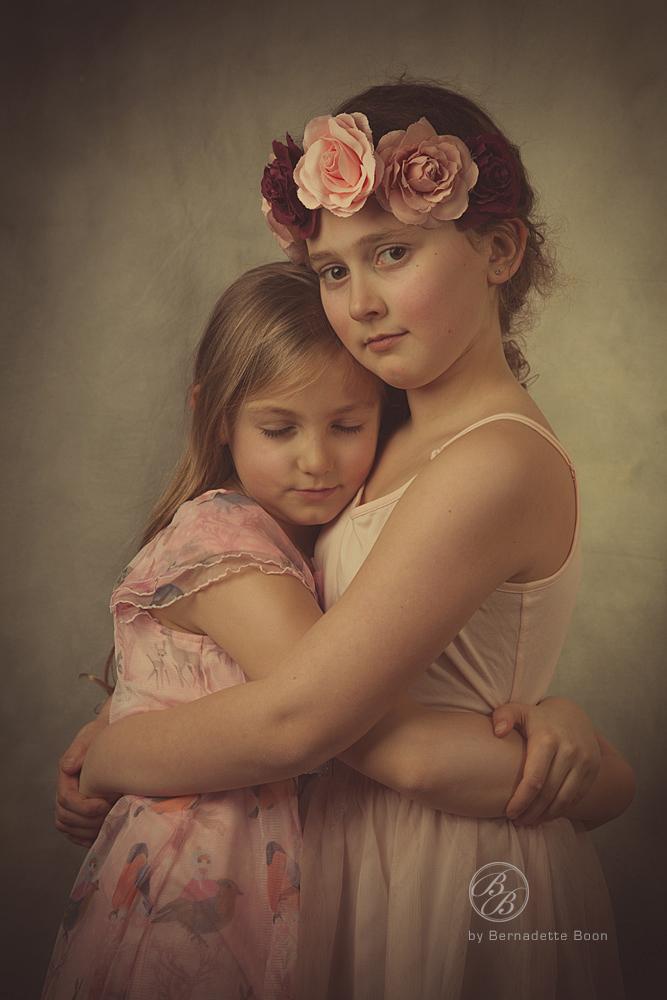 zussen met elkaar op de foto.
