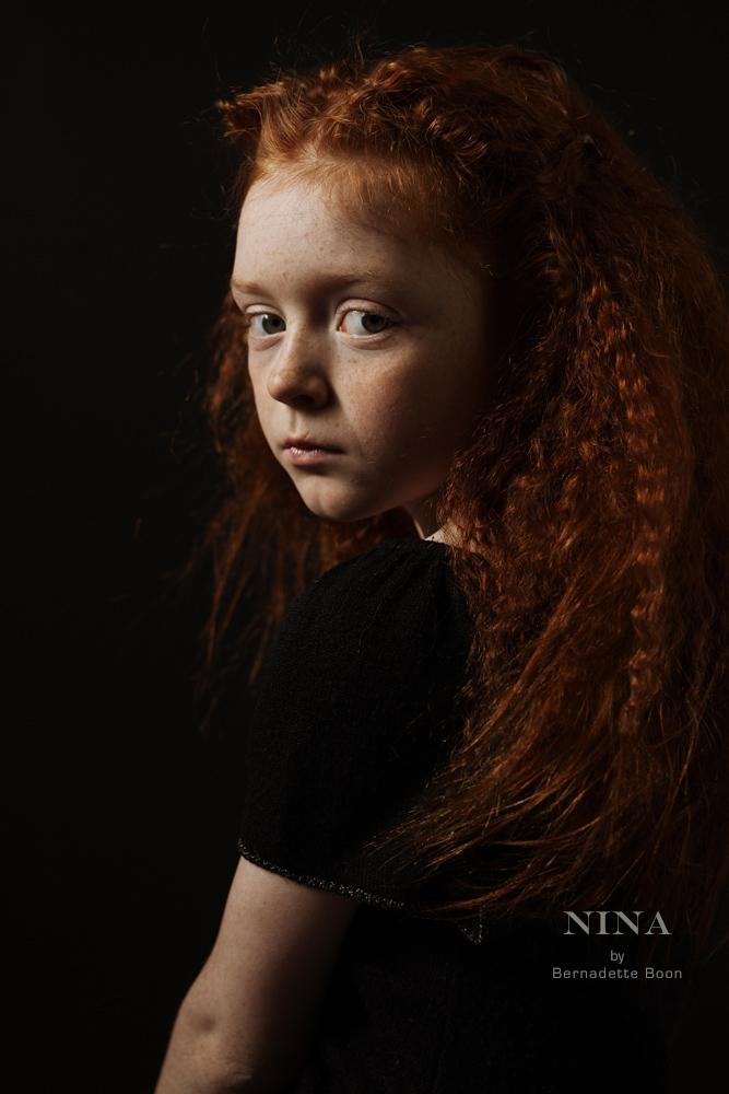 klassiek portret van een meisje met rode haren