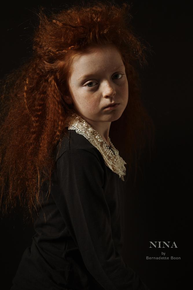 klassiek portret van een meisje met rood haar en rembrandt licht