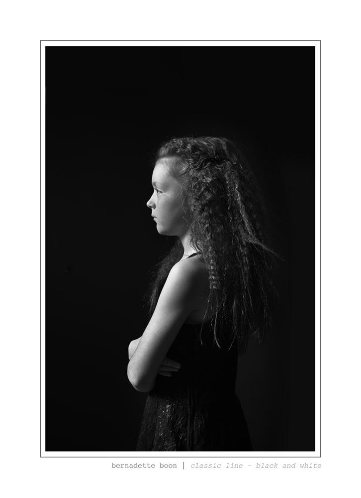 portret van een meisje in zwart en wit